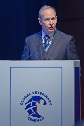 Dr. Dan Pearson, Aviagen veterinary health director, Europe at the Aviagen Global Veterinary Seminar